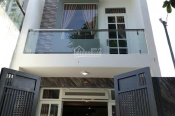 Bán nhà mặt tiền Nguyễn Đình Quân, P5, Đà Lạt, 700m2, hầm trệt. Giá 15 tỷ