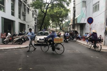 Bán nhà khu phân lô ngõ 19 Kim Đồng, Hoàng Mai, 35m2, ô tô vào nhà thoải mái, giá 5,5 tỷ, vỉa hè 3m