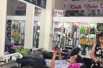 Cần sang nhanh tiệm tóc nam, nữ máy lạnh, đang có lượng khách đông và ổn định, giá 75tr TL