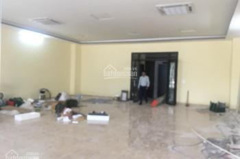 Cho thuê trụ sở văn phòng phố Phạm Tuấn Tài. DT 170m2, MT 10m, xây 8T giá 200tr/th