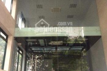 Hàng Bài cho thuê nhà mặt phố nguyên căn, DT: 235m2 x 2,5 tầng, MT: 6m, vị trí đắc địa