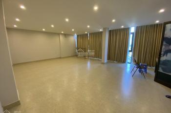 Cho thuê nhà riêng phố Trần Quang Diệu - Hoàng Cầu DT 80m2 x 3T , MT 10m , nhà mới , có thang máy.