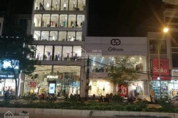 Nhà mặt phố Nguyễn Văn Huyên. Diện tích 50m2 x 6 tầng, mặt tiền 6m, thông sàn, thang máy