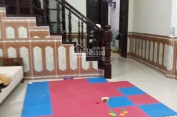 Cho thuê nhà ngõ 37 phố Trần Quốc Hoàn, diện tích 50m2 x 4,5 tầng, ngõ rộng 6m, khu phân lô