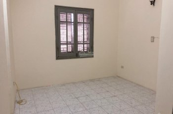 Cho thuê nhà tập thể tầng 5 Tân Mai sạch đẹp, 70m2, 2PN, Giá 5,5tr/tháng