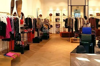 Cho thuê mặt bằng 380m2, mặt tiền 8m, Q.10 thích hợp làm shop, showroom, văn phòng
