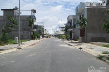 Bán đất sẵn sổ MT phố Trần Nguyên Hãn, TX Dĩ An, BD, xây tự do giá 900tr/100m2. LH: 0937535374