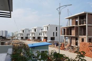 Tôi Dung cần bán biệt thự view biển Hạ Long, bể bơi 40m2, rộng 702m2, giá 5.05 tỷ, nhận nhà 4 tầng