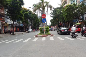 Cho thuê nhà mặt tiền đường Trường Chinh, P14, Tân Bình, diện tích 4x28m. Giá 40 triệu/tháng