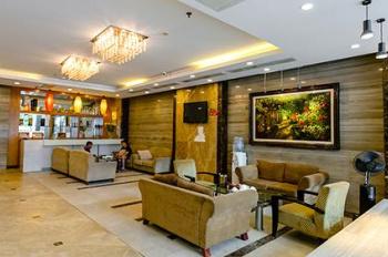 Cho thuê nhà mặt tiền Võ Văn Tần, P5, Q3 DT 6.5x20m 4 tầng. Giá 215 triệu/tháng