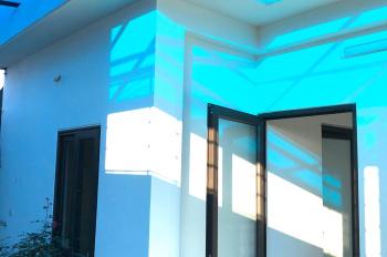 Bán nhà mới xây DT 30m2, xây 4.5 tầng tổng diện tích XD 130 m2 tại Bồ Đề. LH 0966628399
