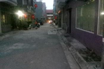 Bán đất  ngõ 95 phố Vũ Xuân Thiều.P.Sài Đồng đường rộng 4m oto 7 chỗ vào nhà.DT:52m2 giá 1,85 tỷ