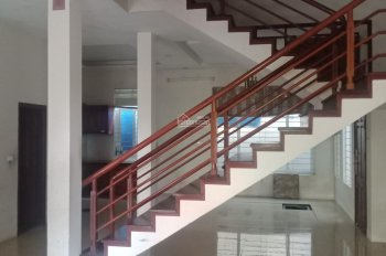 Cho thuê nhà mặt phố Nguyễn Đình Hoàn diện tích 22m x6 tầng Gía 15tr/tháng