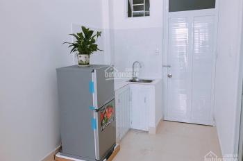 Phòng đầy đủ nội thất, có bảo vệ 24/24, 25m2, giá 5.000.000 đ/th, 250 Lê Quang Định