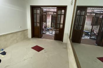 Cho thuê nhà ngõ to 81 Láng Hạ, DT 50m2, 4,5 tầng, giá 18tr/th mới đẹp chỉ việc sử dụng
