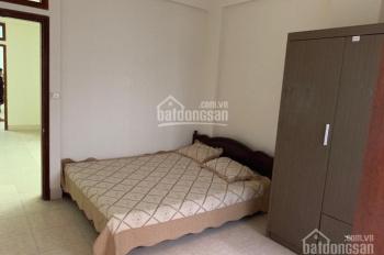 Bán căn hộ tầng 2 phố Nguyễn Khuyến, nhà đẹp, ở luôn 2 PN 65m2, giá chỉ 2.35 tỷ. 0916617739