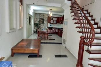 Nhà cần bán phố Nguyễn Khánh Toàn 59m2 5 tầng, 4m MT, ngõ rộng, 2 ô tô tránh