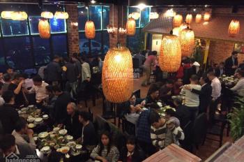 Cho thuê nhà mặt phố Lạc Long Quân đang kinh doanh nhà hàng, 180m2 x 2 tầng, mặt tiền 11m