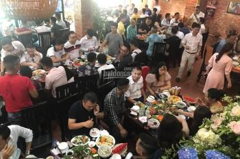 Cho thuê mặt nhà mặt phố Lạc Long Quân, 2 tầng, 180m2, MT 12m, đang kinh doanh nhà hàng ổn định