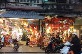 Cho thuê nhà mặt phố Hàng Mã, tuyến phố sầm uất, kinh doanh mọi mặt hàng. DT: 40m2 + lửng, MT 4m