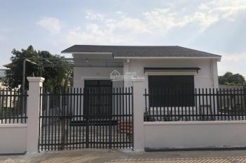Bán nhà mới 100% 2p ngủ, 1pk sân ô tô DT: 142m2 xây dựng 85m2, giá: 2,3 tỷ, LH: 0913128679