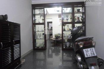 Nhà riêng 4 tầng đủ tiện nghi sát mặt phố Đội Cấn, gần Vạn Bảo