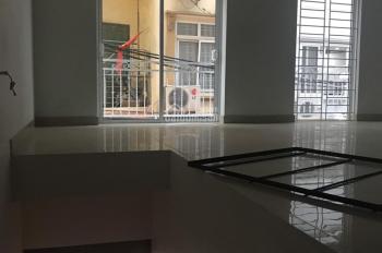 Cho thuê nhà mặt phố Khuất Duy Tiến diện tích 55m2 x4 tầng Gía 45tr / tháng . LH 0969488683