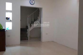 Cho thuê nhà ngõ xe ba gác phố Tôn Đức Thắng 40m2 x 3 tầng. Giá 8tr/tháng