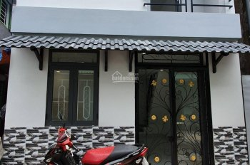 Bán nhà Bình Chánh, sát chợ Bình Chánh, 67m2, sổ riêng, LH 0932181478 Phương
