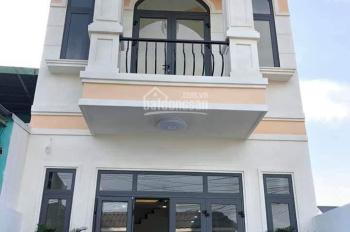 Nhà 1 trệt 1 lầu nằm ngay chợ Bình Chánh. Sổ Hồng Riêng. Giá chỉ 739tr