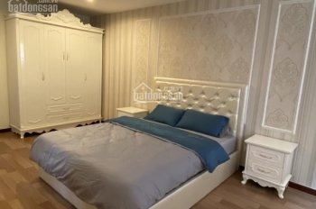 Cần cho thuê căn hộ Penhouse Tản Đà nội thất cao cấp 3PN LH: 0911056600