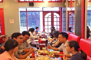 Cho thuê và sang nhượng nhà hàng khu vực Thái Hà, 50m2, 4 tầng, giá thuê 18tr/th