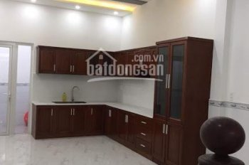 Cho thuê nhà mới nguyên căn trệt 2 lầu, 4 phòng ngủ, mặt tiền đường 79 đông đúc. LH 0903.317.456