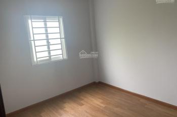 Tôi bán căn nhà 1 trệt 1 lầu ngay Quốc lộ 1A 48m2 kế bên chợ Bình Chánh. Giá 490tr
