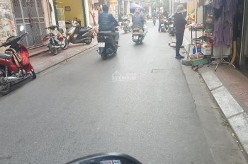 Bán đất (có nhà cấp 4 mới xây, đang cho thuê tháng 5 triệu) thôn Trùng Quán, Yên Thường, DT 61,8m2