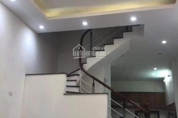 Nhà riêng phố Trần Quý Cáp diện tích 48m2 x 4 tầng mặt tiền 7m, giá thuê 17 triệu/th, LH 0967913189
