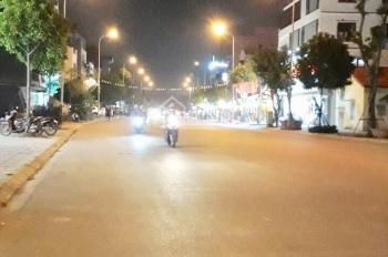Bán gấp nhà phố Ngô Xuân Quảng 100m2, MT 7m, 2T, giá 7 tỷ, LH: 0967.83.83.38
