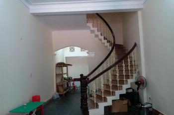 Cho thuê nhà riêng 3 tầng mặt ngõ rộng xe 16 chỗ đỗ cửa (cho thuê 1 phần hoặc toàn bộ)