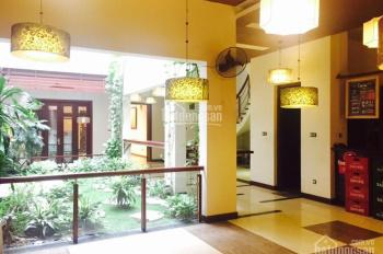 Cho thuê nhà phố Đoàn Trần Nghiệp, Vincom, 110m2 x 5 tầng vuông vắn, thang máy, mặt tiền 8m hè rộng