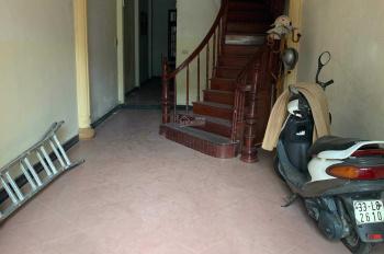 Cho thuê nhà riêng ngõ 147 Tân Mai, nhà 50m2 x 4 tầng, ô tô đỗ cửa, giá 12tr/th