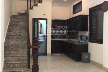 Cho thuê nhà Nguyễn Chí Thanh 3,5 tầng, giá 8,5tr, lh:0986338382