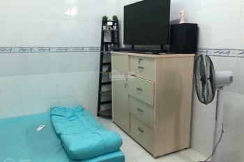 Cho thuê 1 phòng trong căn hộ chung cư 3 phòng ngủ (hiện 2 phòng 2 người 2 WC)
