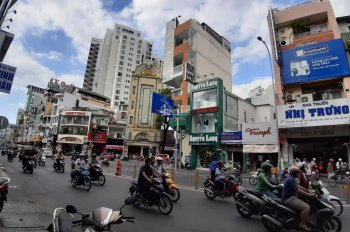Cho thuê mặt bằng nhà phố MT Hai Bà Trưng đẹp ngay chợ Tân Định, tiện kinh doanh cao cấp, 56m2