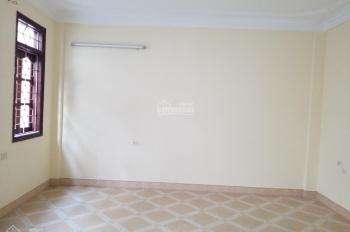 Cho thuê gấp nhà riêng 40m2 x 2 tầng tại ngõ phố Khương Đình, giá 9 triệu/th