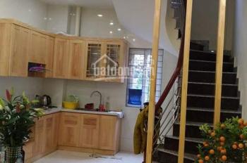 Cho thuê nhà riêng ngõ 246 Đê La Thành, 35m2, 4 tầng, full đồ giá 11tr/th để ở