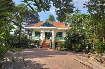 Cần bán nhà đất 6400m2 đã xây biệt thự nghỉ dưỡng cao cấp nằm trên bán đảo tại Liên Sơn, Lương Sơn