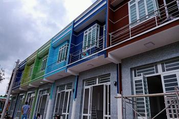 Mua bán nhà phố Bình Chánh 2 tầng, DT 3.5x10m, ngay chợ Hưng Long giá chỉ TT 650tr
