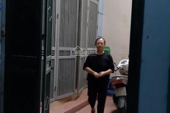 Cho thuê nhà 5 tầng tại Nghĩa Đô, Cầu Giấy. 4 phòng ngủ, đủ đồ, phù hợp hộ gia đình đông người