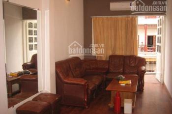Cho thuê căn hộ dịch vụ khép kín tại tầng 3 nhà mặt phố 49 Hàng Gà. Giá 5,5 triệu/tháng