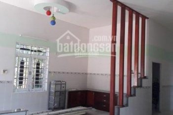 Cho thuê nhà ở Cam Ranh, Khánh Hòa, DT 350m2, 5 phòng, nhà đẹp, ô tô đỗ cửa, đường rộng 40m